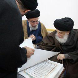 سماحة المرجع الديني الكبير السيد الحكيم (مدظله) يستقبل وفد دار الكتابة في طهران، ويوصي بأن تبقى العلاقة بين الانسان والقرآن الكريم محفوظة بالالتزام والاقرّار بالثَّقَلَين
