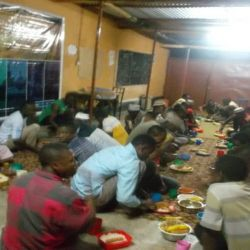 برعاية مكتب سماحة المرجع الكبير السيد الحكيم (مد ظله) .. مادبة افطار وتوزيع سلة شهر رمضان المبارك الغذائية على الأسر المتعففة في مدينة تنجا في تنزانيا