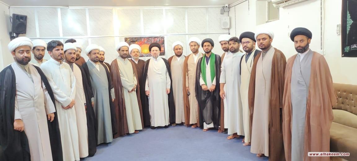 نجل المرجع الديني الكبير السيد الحكيم يستقبل مجموعة من مبلغي باكستان