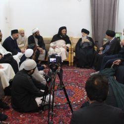 المرجع الكبير السيد الحكيم (مدّ ظله) يستقبل وفدا من الصوفيين في بريطانيا، ويوصي بمزيد من التواصل والتلاقي والاختلاط لترسيخ المشتركات بينهم وتقويتها أمام الاخرين